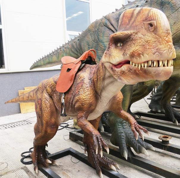 【乗る】モノロフォサウルス