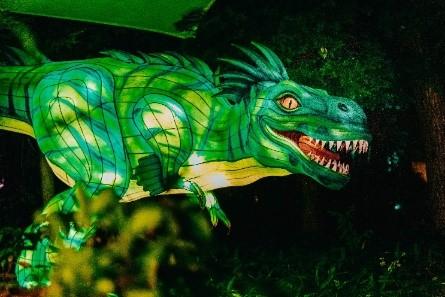デュラクスアウトドアリゾート京丹後久美浜LABOに 9月下旬より光る恐竜5体が新登場! ~大人気グランピング施設に幻想的な異空間あらわる~